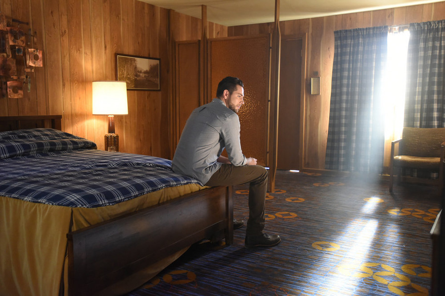 "HEROES REBORN -- ""The Needs of Many"" Episode 104 -- Pictured: Zachary Levi as Luke Collins -- (Photo by: John Medland/NBC)"