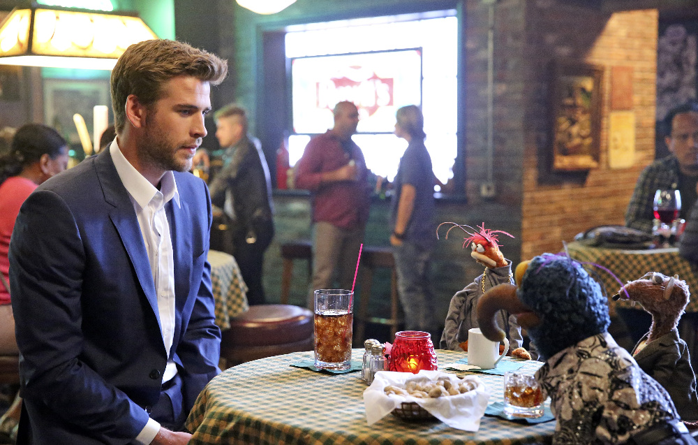 "THE MUPPETS - ""Bear Left then Bear Write"" (ABC/Adam Taylor) LIAM HEMSWORTH, PEPE THE KING PRAWN, THE GREAT GONZO, RIZZO"