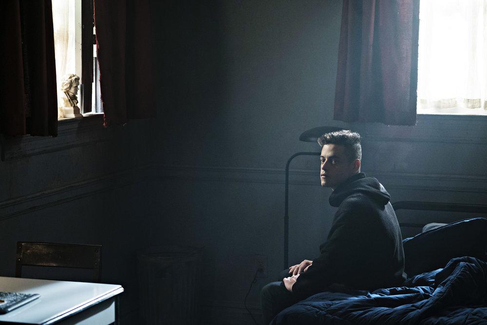 "MR. ROBOT -- ""eps2.1_k3rnel%u2010pan1c.ksd"" Episode 203 -- Pictured: Rami Malek as Elliot Alderson -- (Photo by: Peter Kramer/USA Network)"